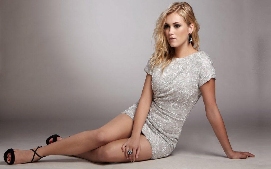Eliza Taylor Feet Images