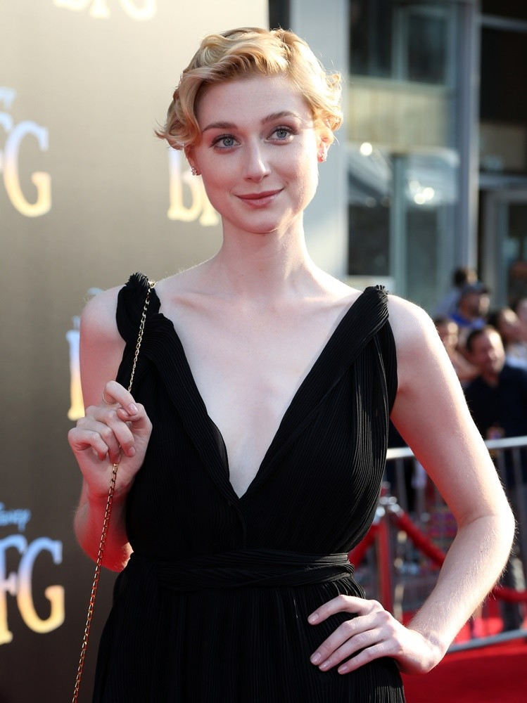 Elizabeth Debicki Topless Photos