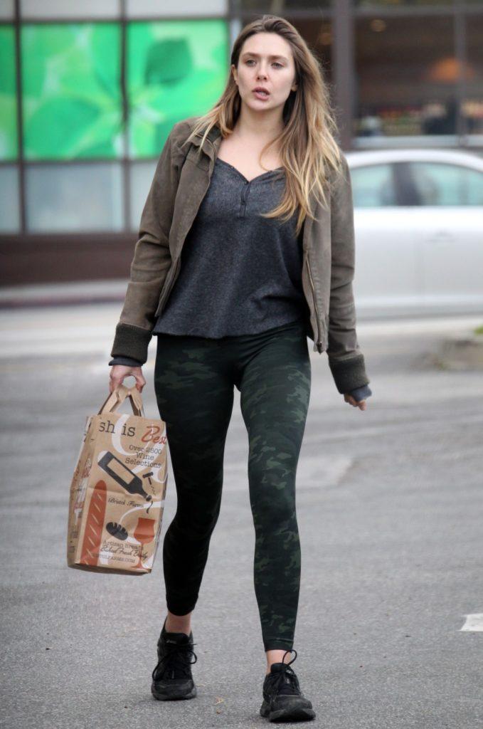 Elizabeth Olsen Yoga Pants Wallpapers