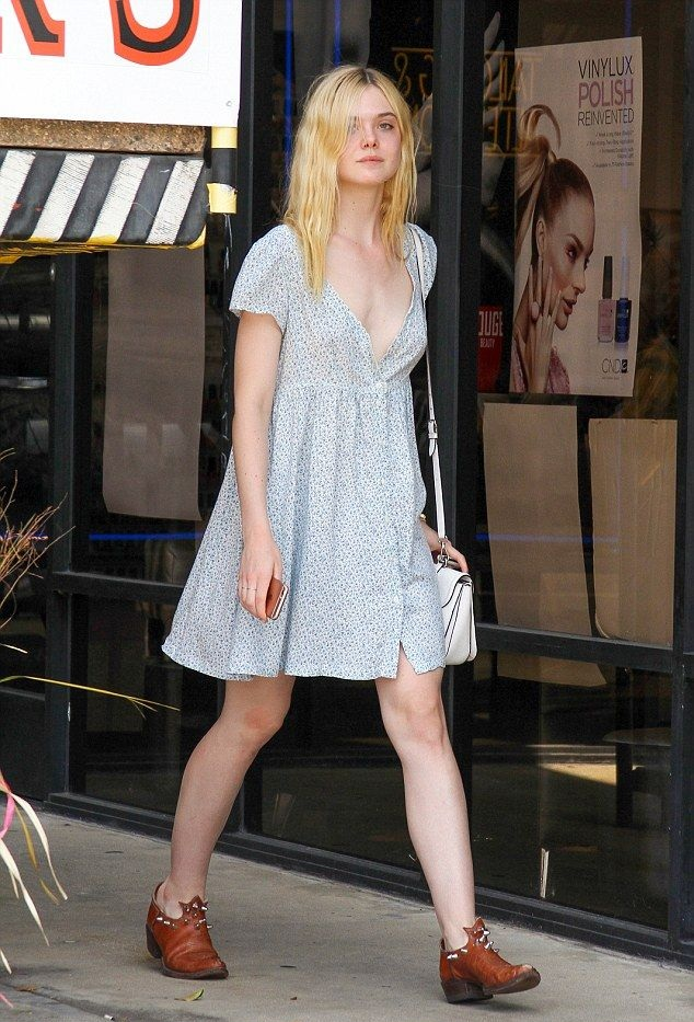 Elle Fanning Feet Pictures