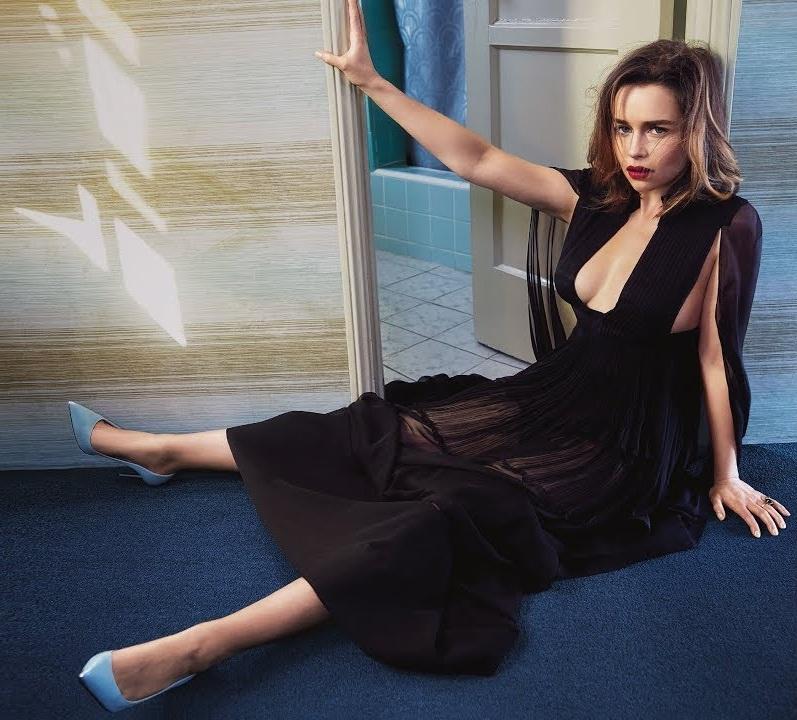 Emilia Clarke Legs Pictures