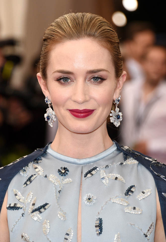 Emily Blunt Sexy Eyes Pics