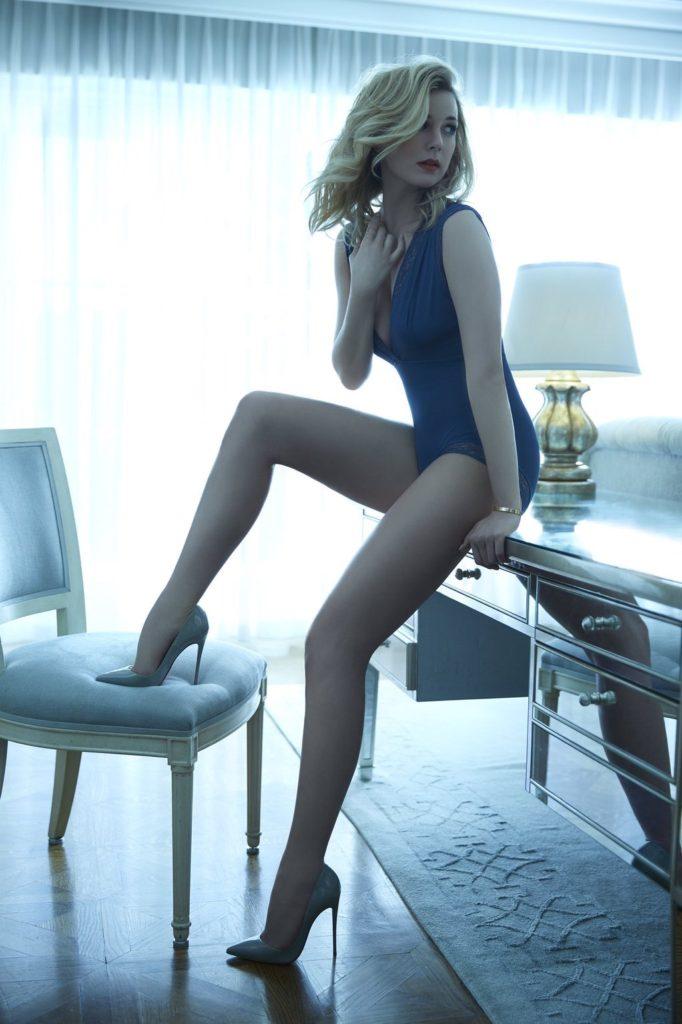 Emily VanCamp Bikini Pictures