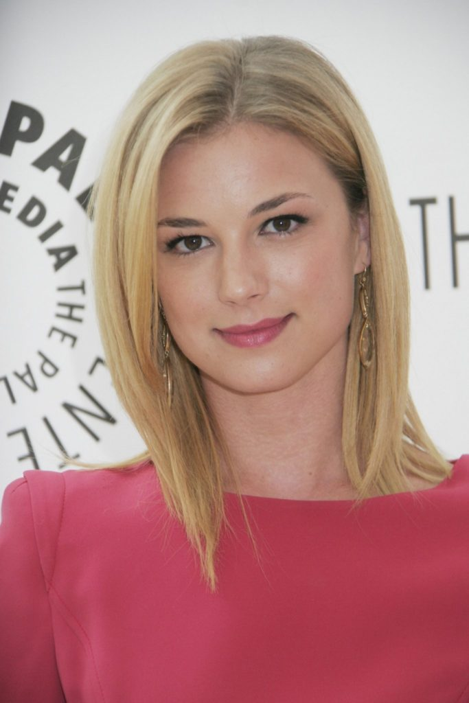 Emily VanCamp Hot Images