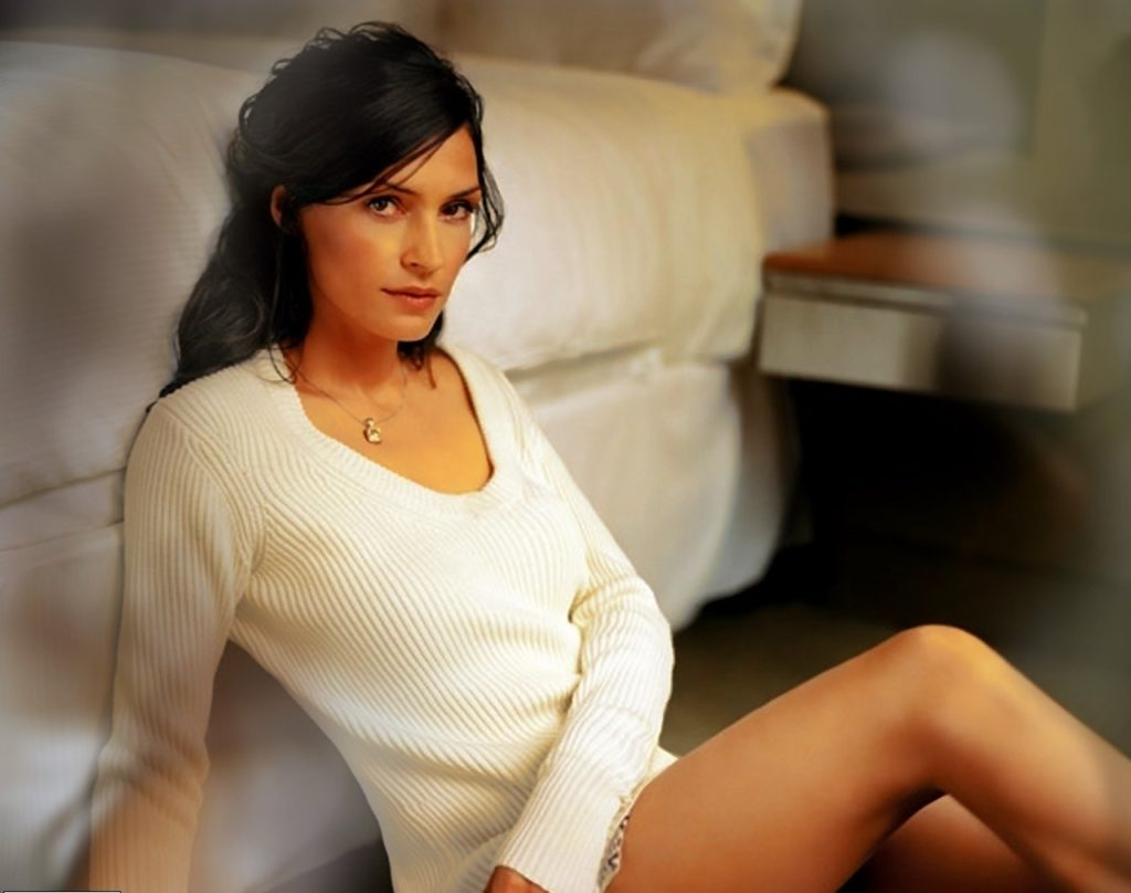 Famke Janssen Legs Wallpapers
