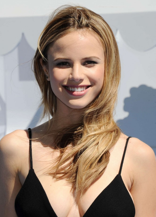Halston Sage Without Makeup Images