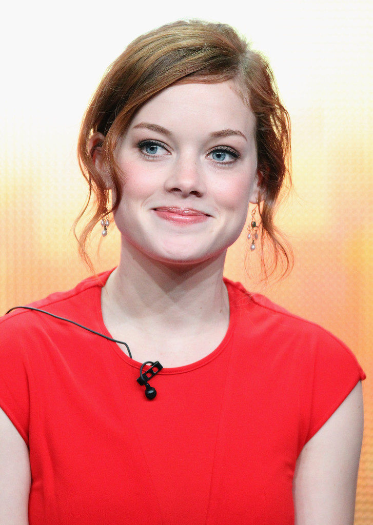Jane Levy Short Hair Style Pics