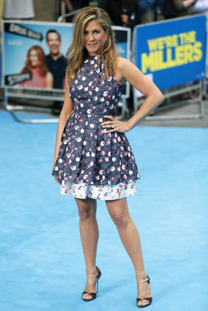 Jennifer Aniston Heals Pictures