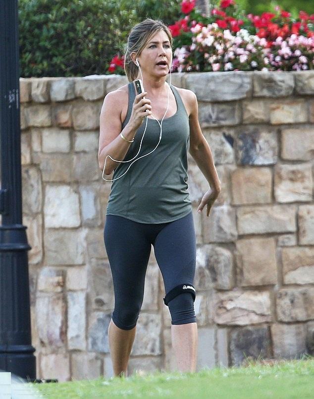 Jennifer Aniston Lingerie Pics