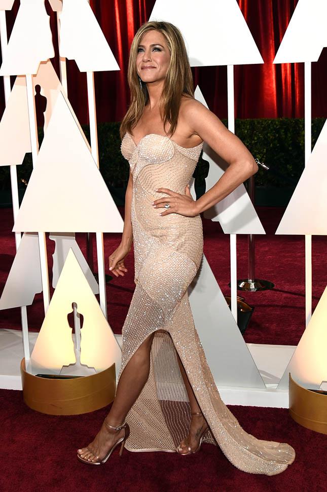 Jennifer Aniston Muscles Pics