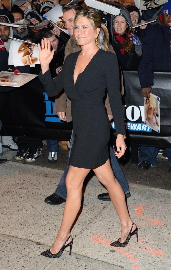 Jennifer Aniston Shorts Photos