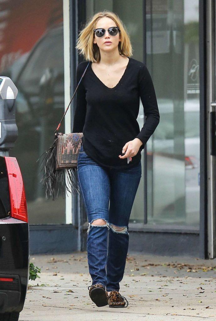 Jennifer Lawrence Jeans Photos