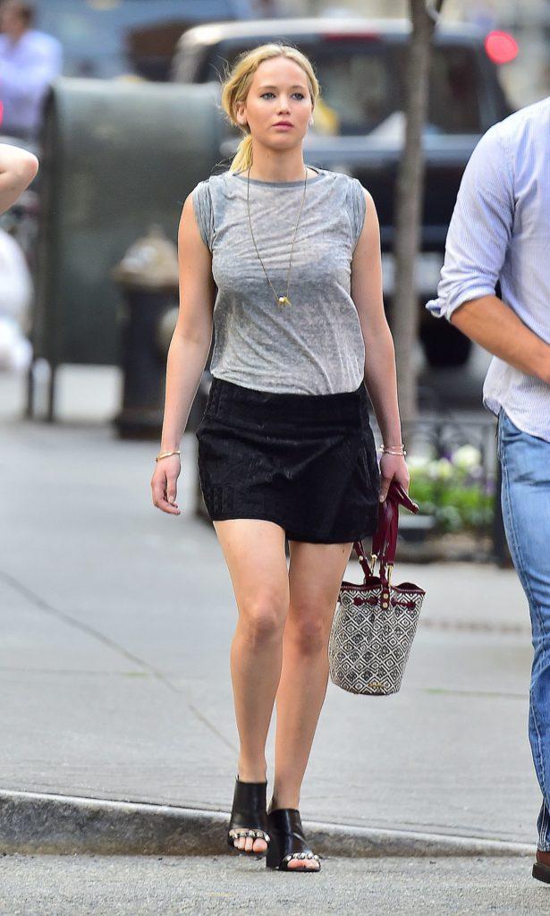 Jennifer Lawrence Leggings Pictures