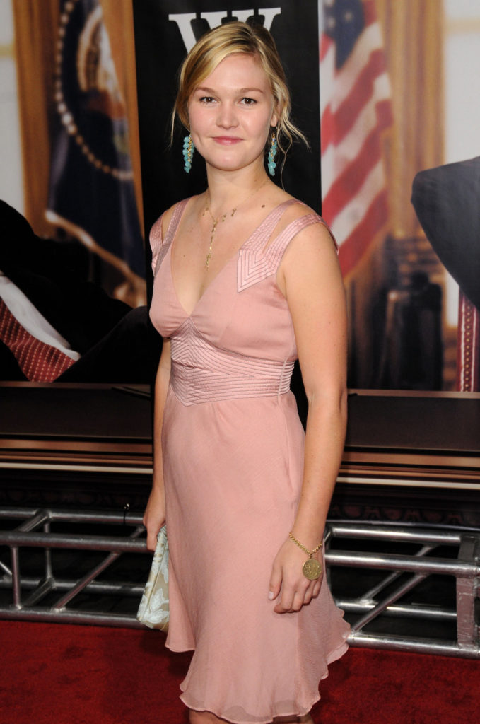 Julia Stiles Braless Photos
