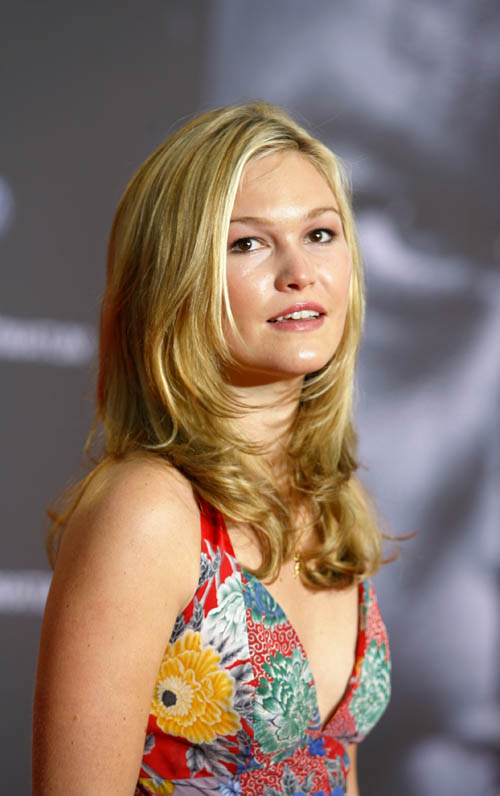 Julia Stiles Muscles Images