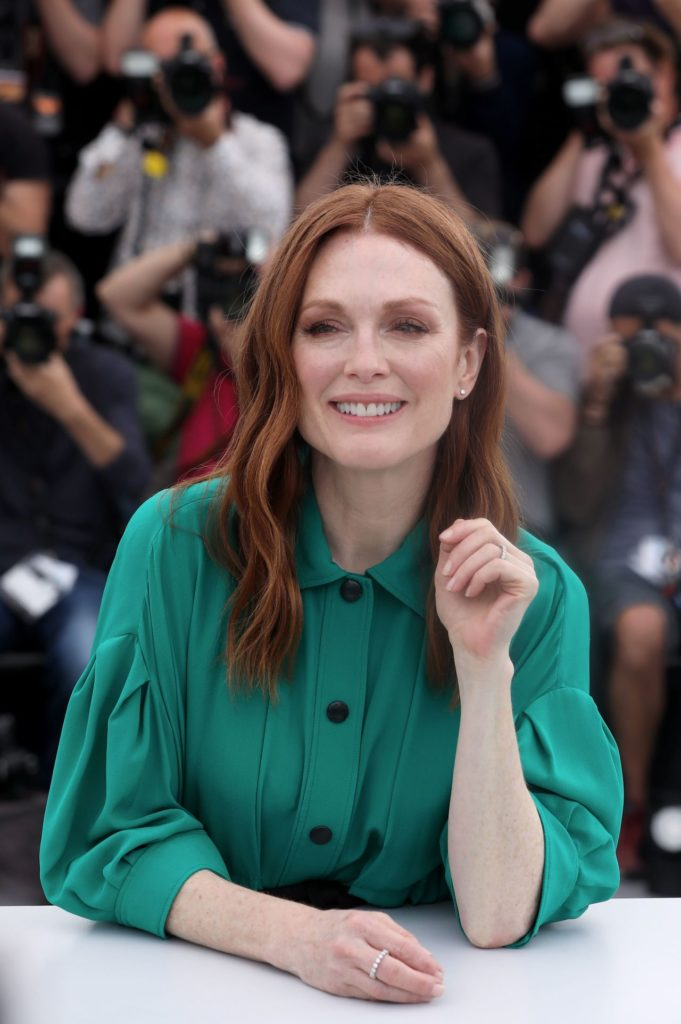 Julianne Moore Smile Wallpapers