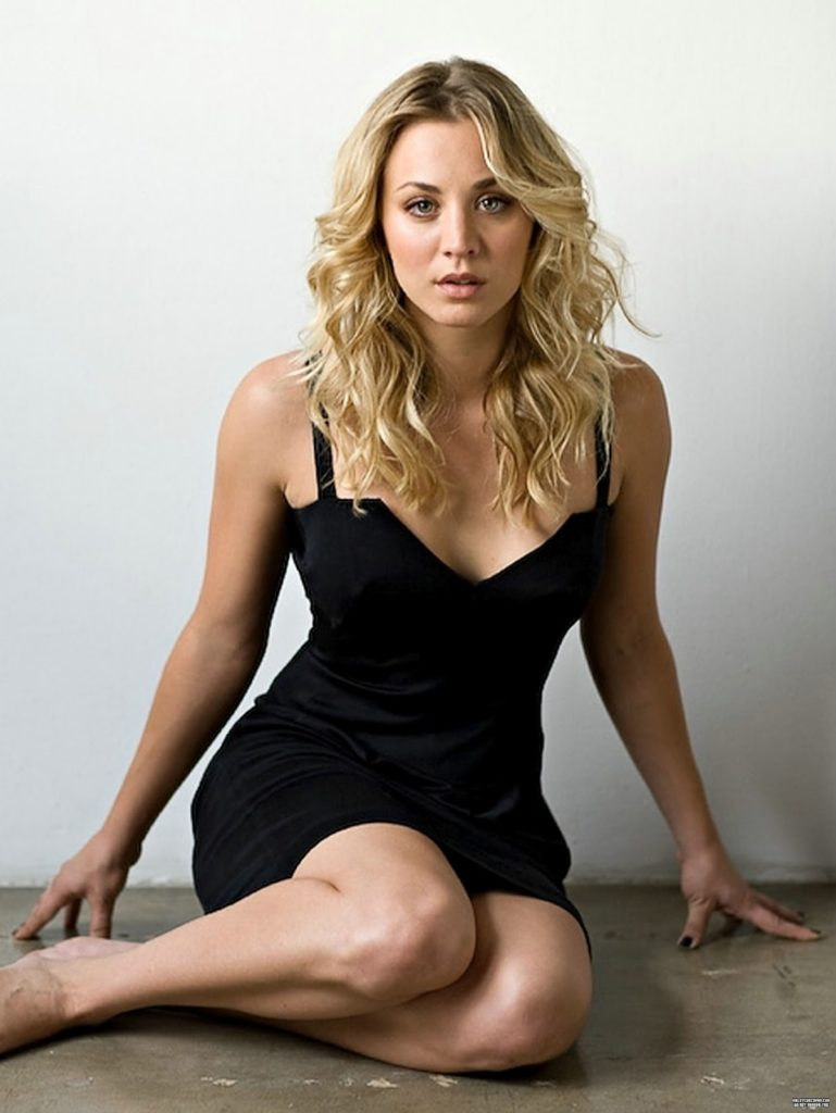 Kaley Cuoco Legs Pictures