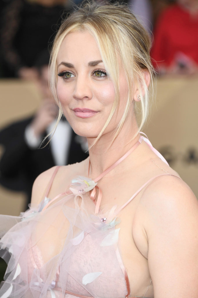 Kaley Cuoco Sexy Eyes Wallpapers