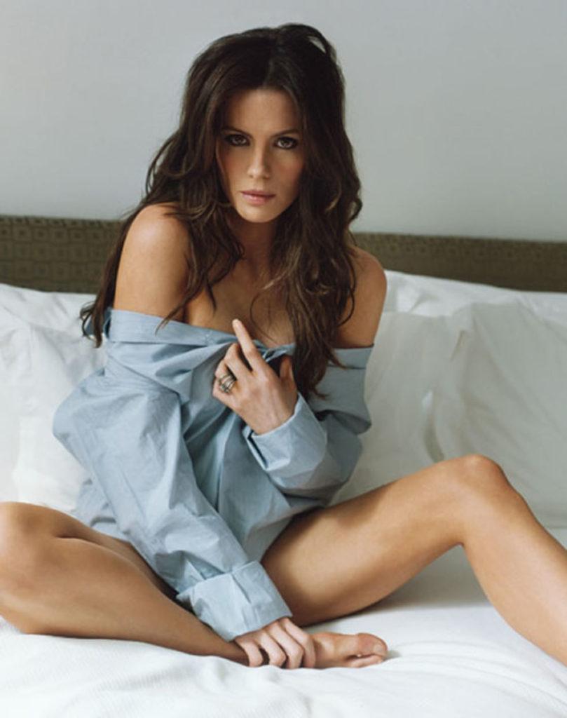 Kate Beckinsale Bikini Images