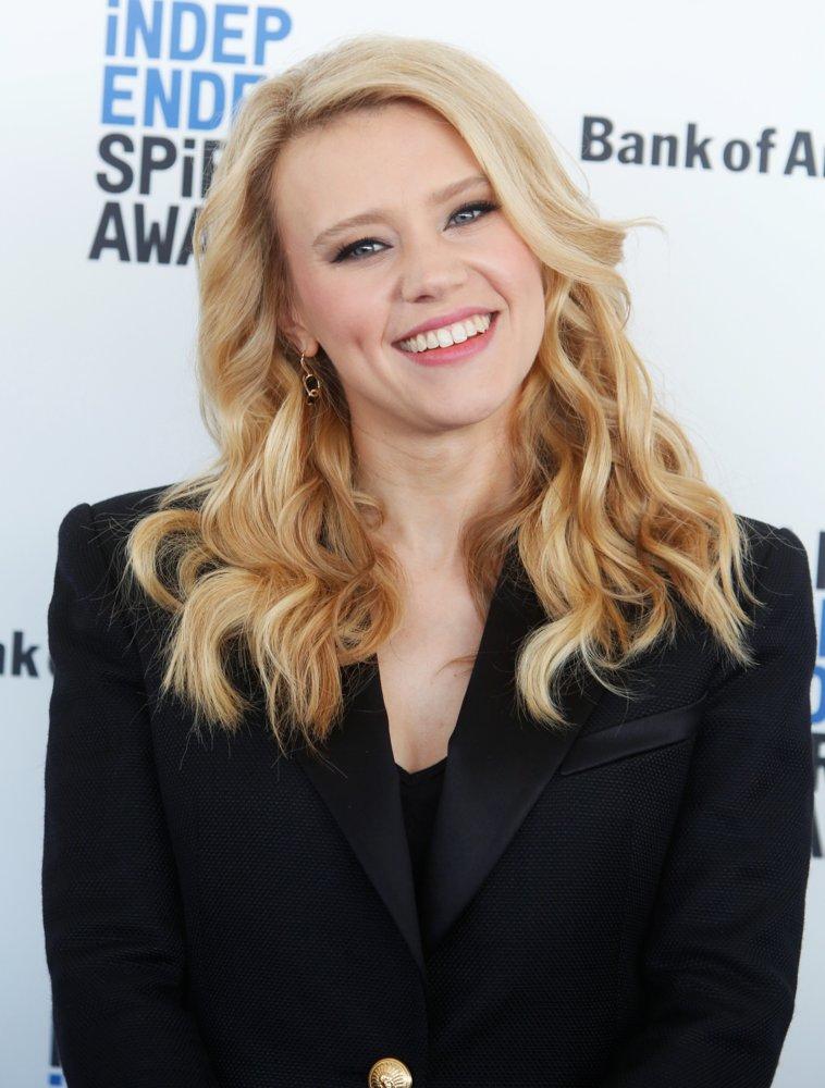 Kate Mckinnon Cute Smile Pictures
