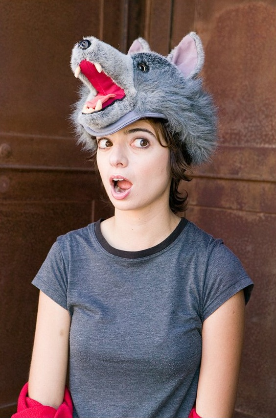 Kate Micucci Sexy Eyes Photos