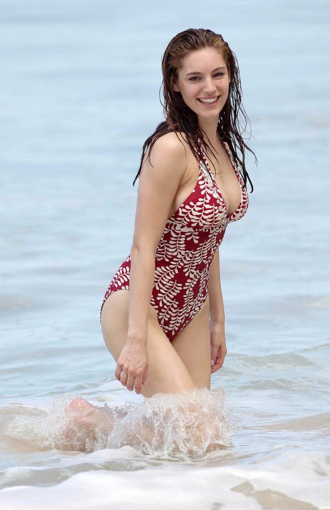 Kelly Brook Beach Pictures