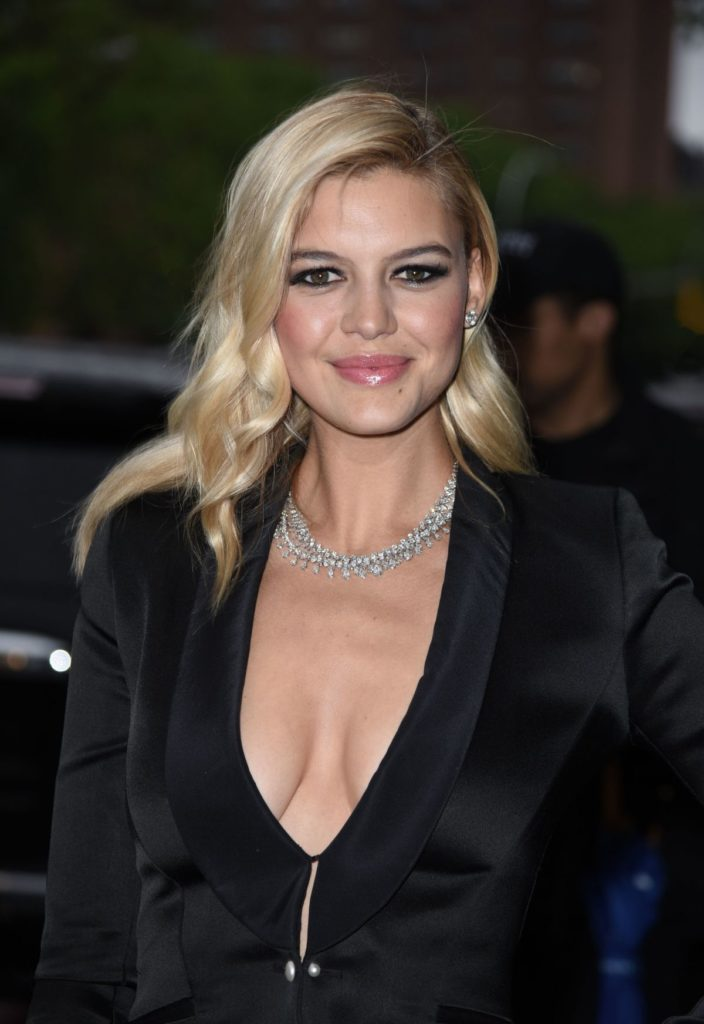 Kelly Rohrbach Without Bra Photos