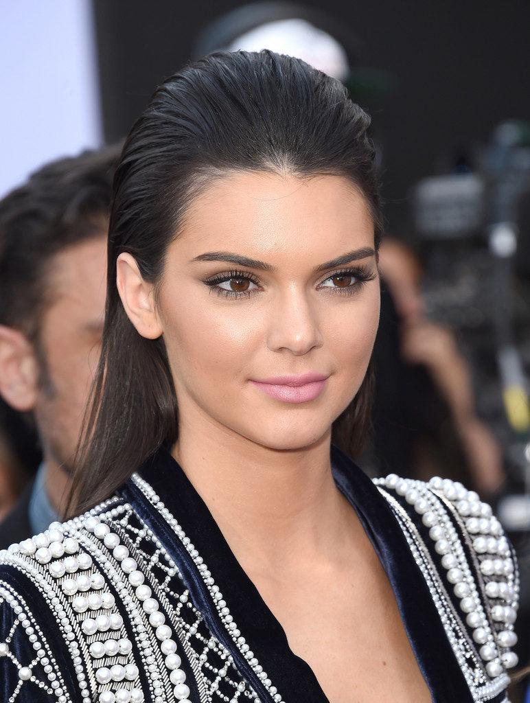Kendall Jenner Sexy Eyes Photos