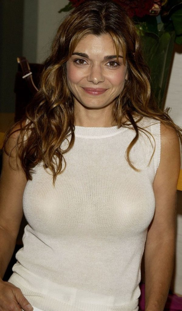 Laura San Giacomo Hot Images