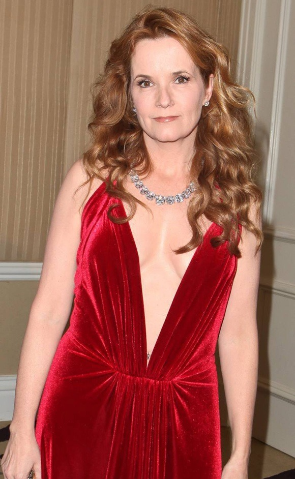 Lea Thompson Braless Images