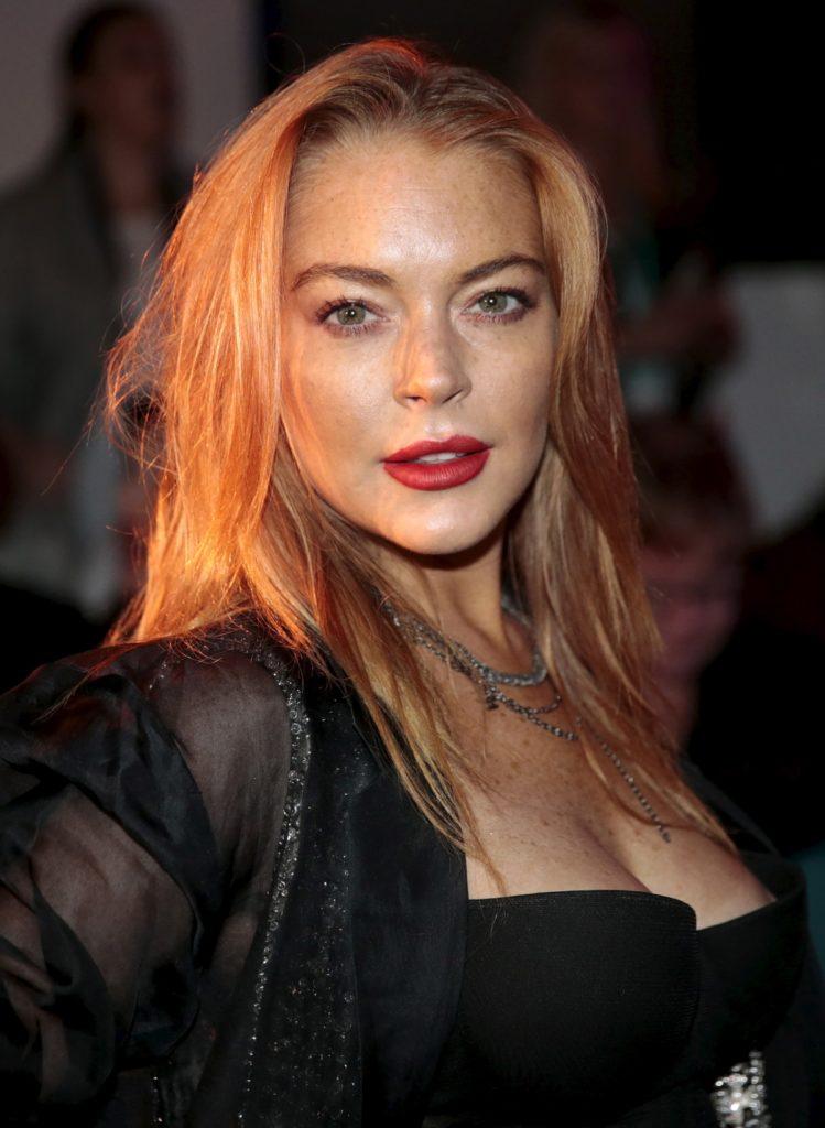 Lindsay Lohan Without Bra Pics