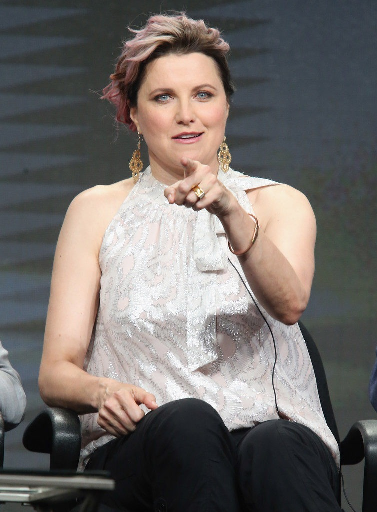 Lucy Lawless Jeans Photos