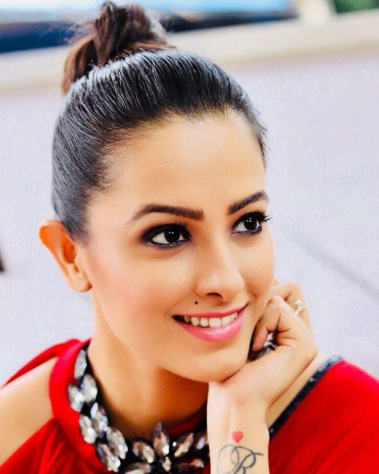 Anita Hassanandani Smile Face Photos