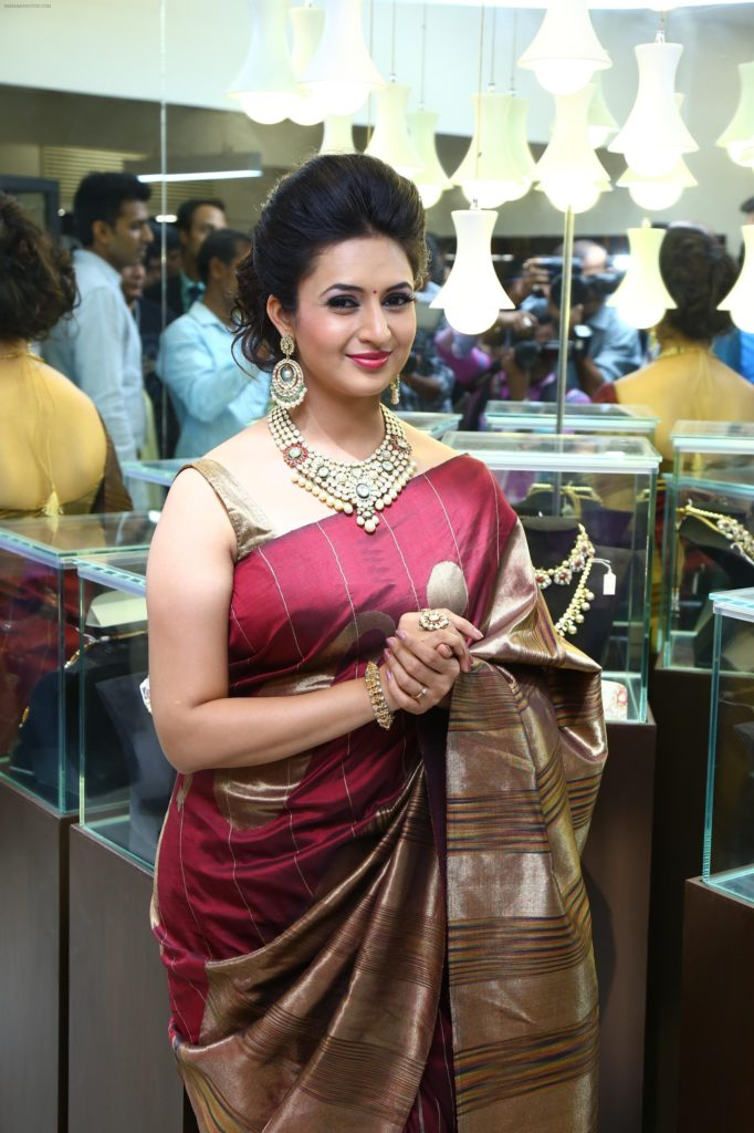 Divyanka Tripathi Beautiful Photos