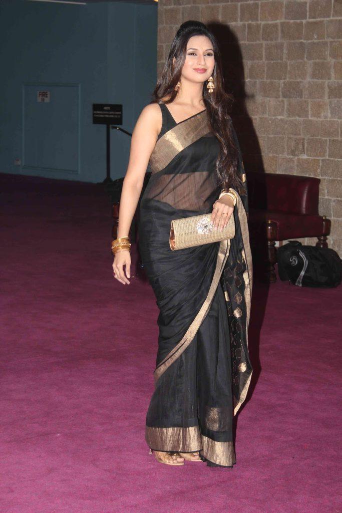 Divyanka Tripathi Photos In Saree