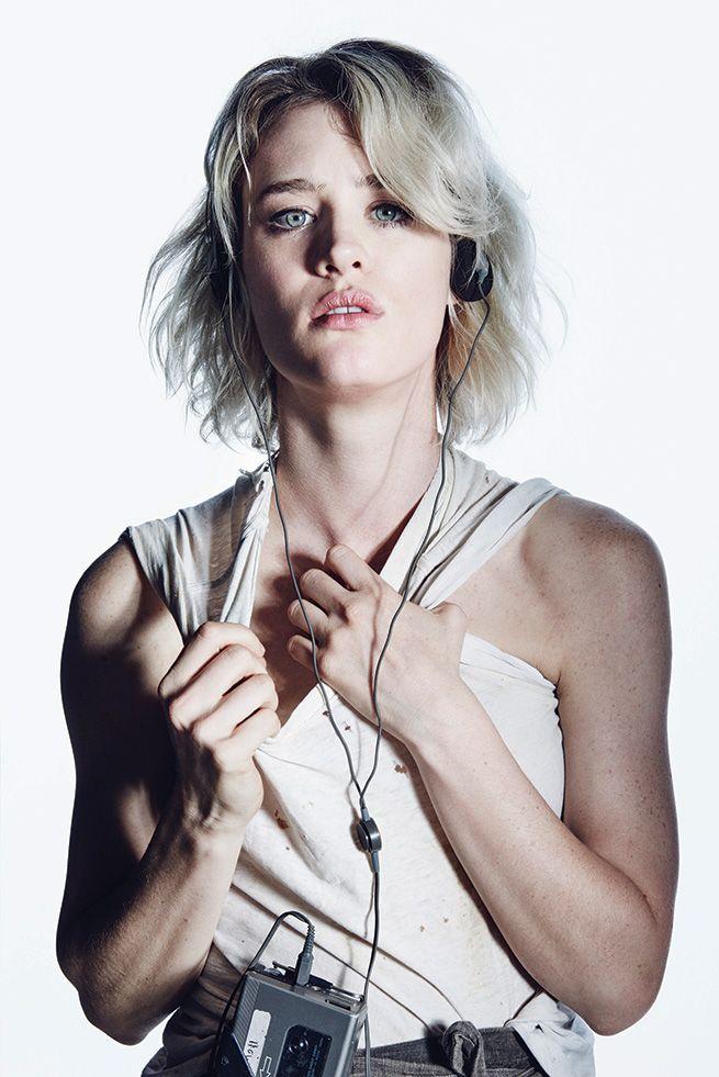 Mackenzie Davis Hot Images