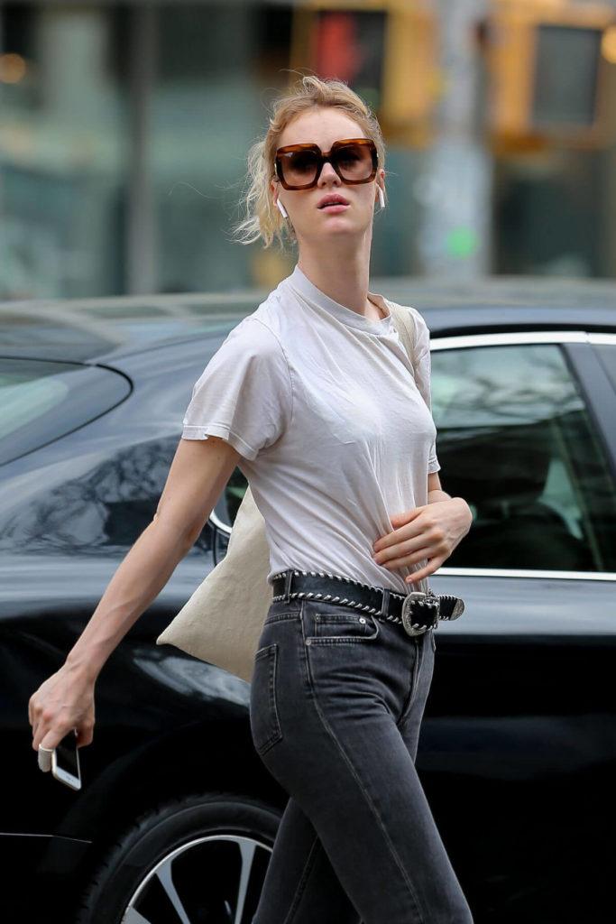 Mackenzie Davis Jeans Pics