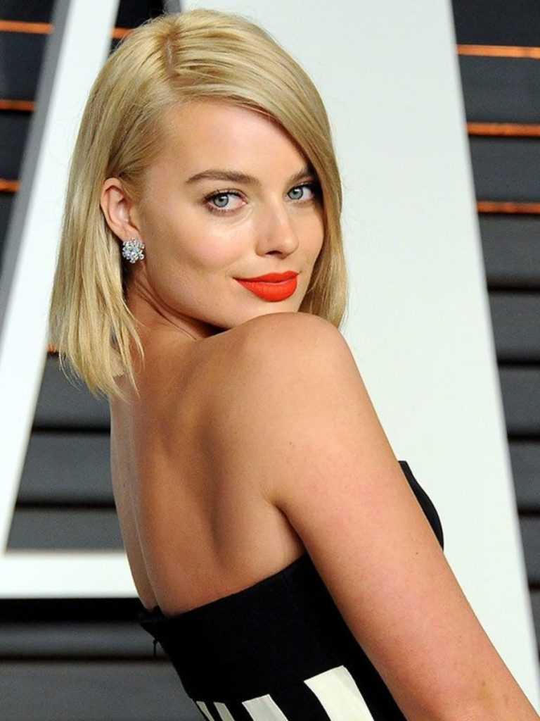 Margot Robbie Backless Pictures