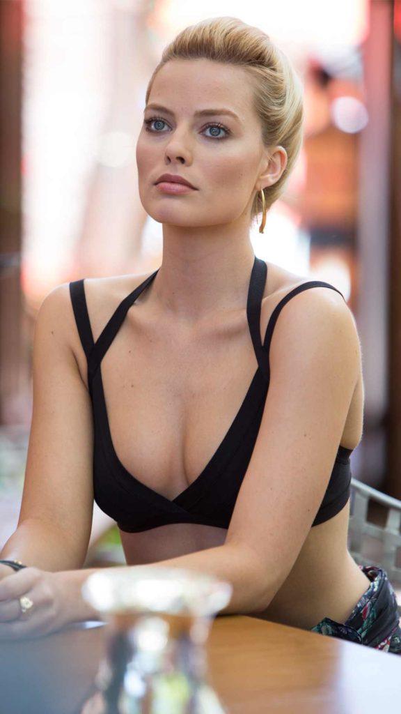 Margot Robbie Beach Pictures