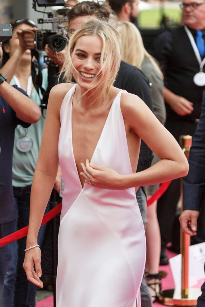Margot Robbie Topless Photos