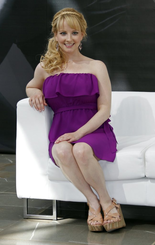 Melissa Rauch Sexy Legs Photos