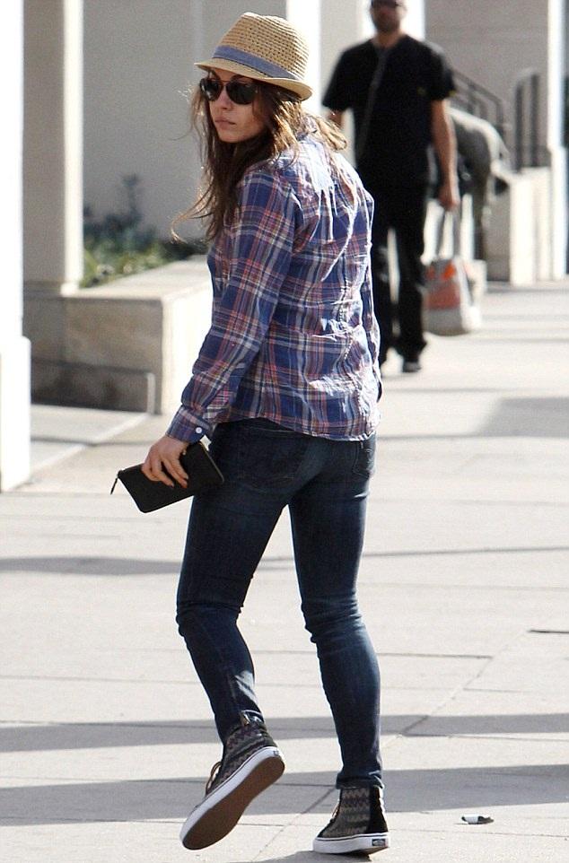Mila Kunis Butt Pics