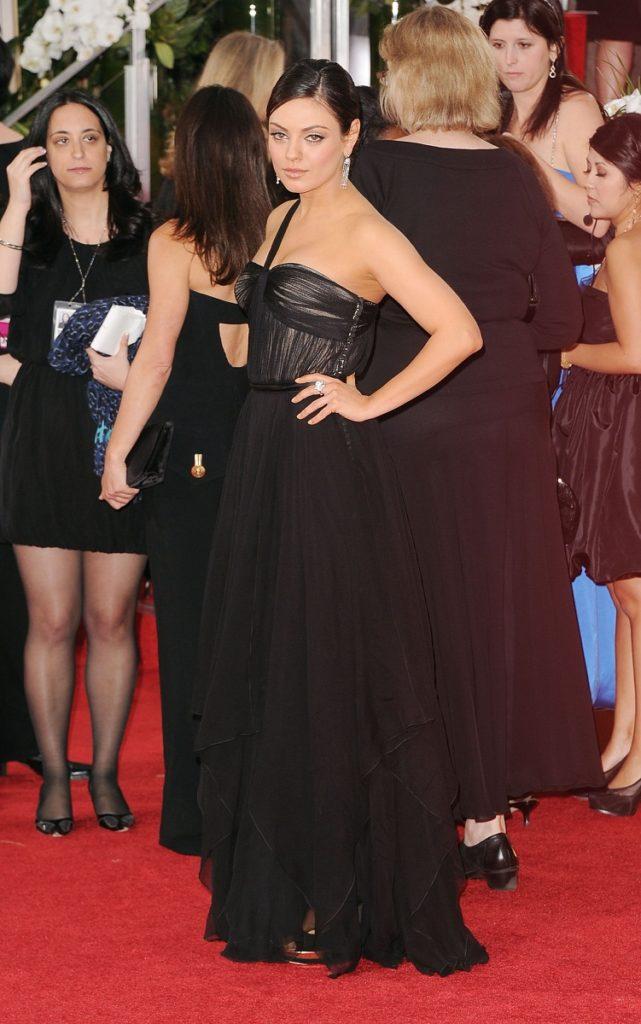 Mila Kunis Hot Cleavage Images