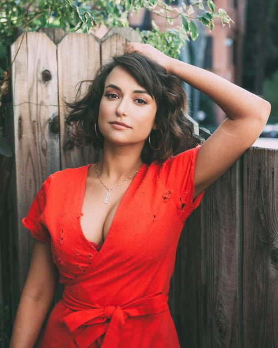 Milana Vayntrub Full HD Image