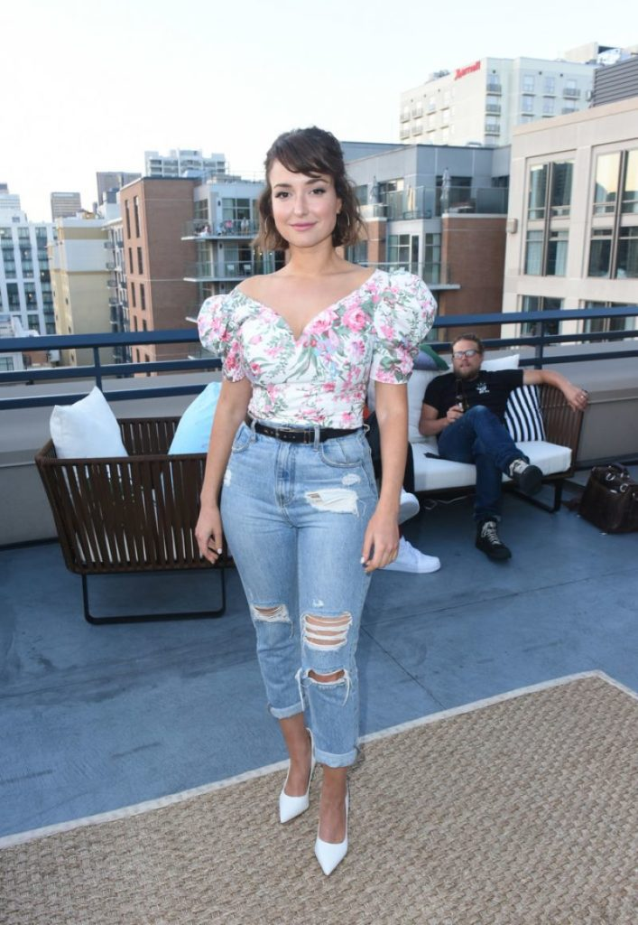 Milana Vayntrub Pictures In Jeans Top