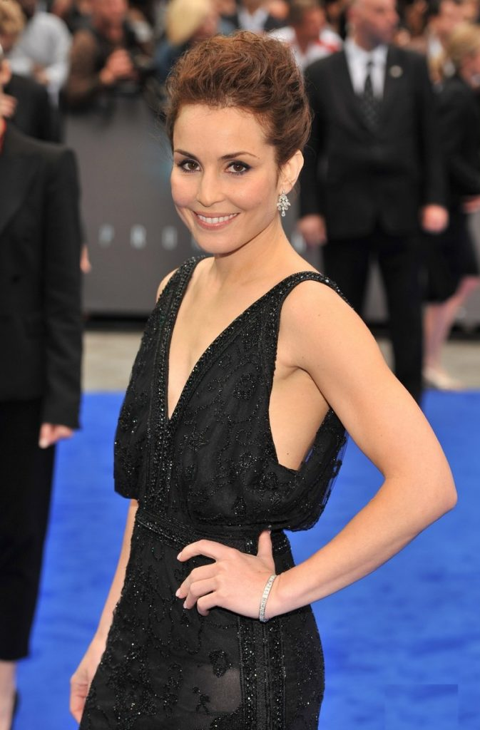 Noomi Rapace Hot Cleavage Images