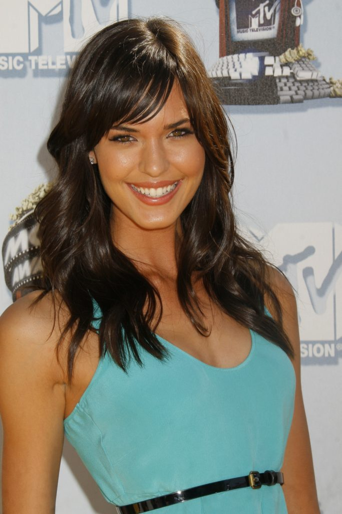 Odette Annable Smiling Wallpapers