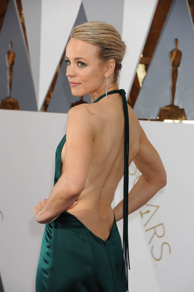 Rachel McAdams Hot Backside Pics