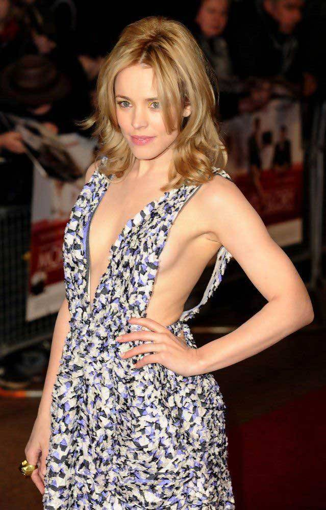Rachel McAdams Hot Cleavage Images
