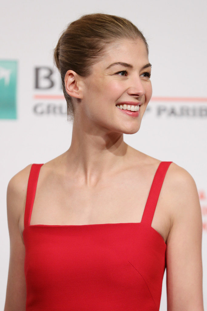 Rosamund Pike New Look Wallpapers
